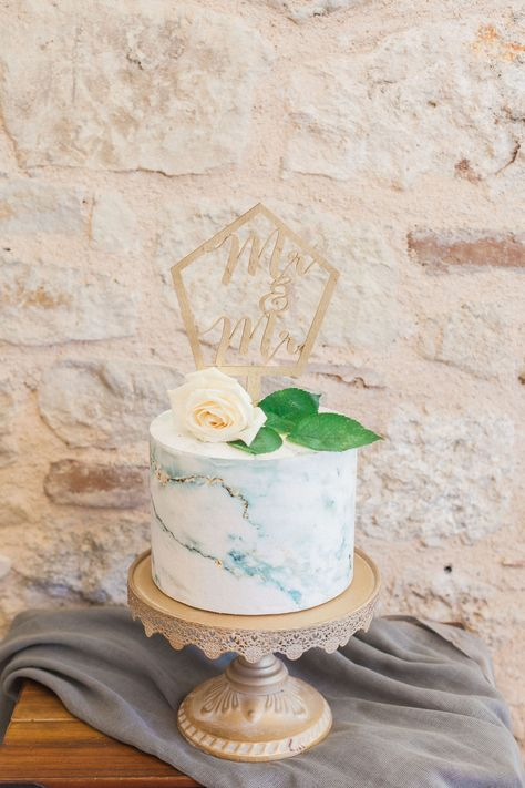 Marble wedding cakes are a chic, elegant twist on the traditional white wedding cake that's as pretty as work of art. For our vow renewal we choose blue green marble colours for the cake with gold leaf decor. The look is achieved by blending together two colours of fondant until you get that irresistible colour swirl. Planner @lefkasweddings As featured in @ellwed with @maxeenkim photography. Topper by @woodAndDreams04