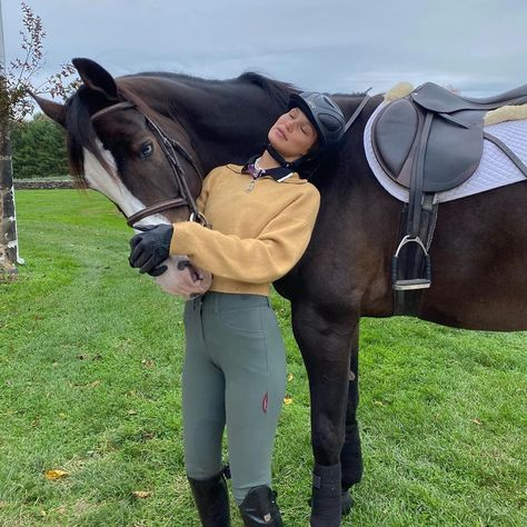 Equestrian Outfits, Equestrian Style, Cute Horses, Beautiful Horses, Horseback Riding Outfits, Bella Hadid Outfits, Old Money, English Riding, Friend Outfits