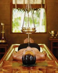 The beautiful treatments of Ayurveda. This is our favourite one: shirodara. Your mind will be complete calm. Experience it at Life Changing Retreats in Sri Lanka - www.traveltoclarity.nl
