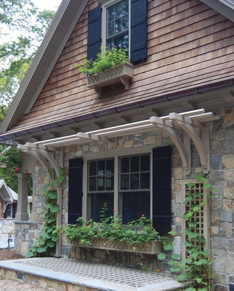 13 Clever Ways to Dress Up Your Home's Exteriors - Connecticut Cottages & Gardens - March 2018 - Connecticut Exterior Home And Garden, Garden Design, Updating House, Cottage Garden, House Front, House Exterior, Exterior Design, Planting Pots, Garage Pergola