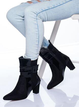 ملون جزم Beige Boots Black Boots Khaki Boots