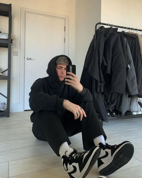 Indie Outfits, Retro Outfits, Fashion Outfits, Dope Outfits, Fashion Tips, Fashion Trends, Stylish Mens Outfits, Casual Outfits, Winter Outfits Men