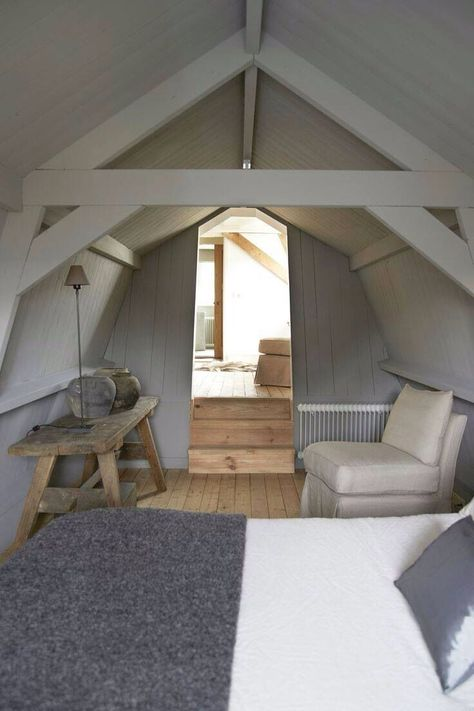 50 Amazing And Inspiring Modern Country Attic Bedrooms Attic Bedrooms Bedroom Design Loft Spaces