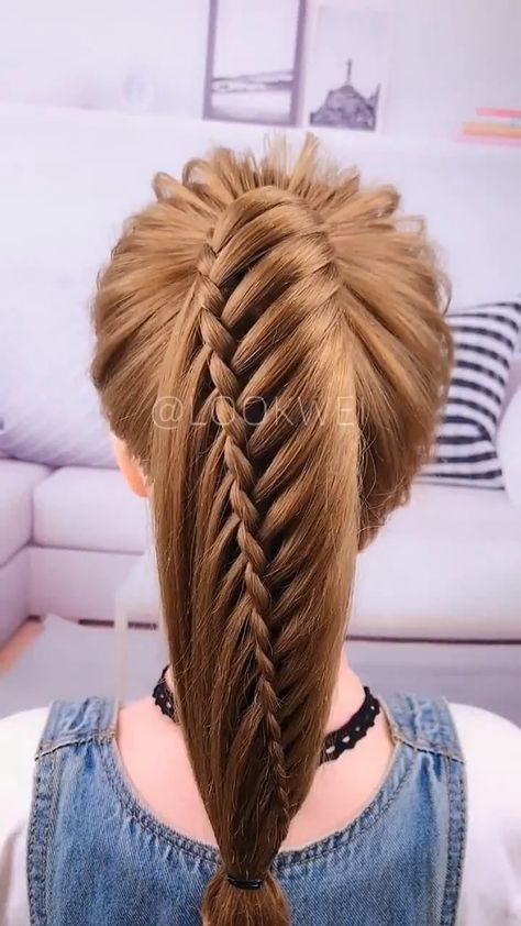 Are you going to the party this weekend? Try this hairstyle.