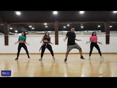 Con Calma Daddy Yankee Snow Zumba Youtube Clases De Zumba Zumba Coreografia Zumba