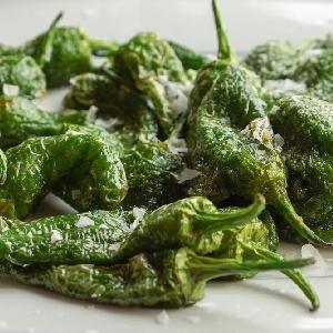 Smazone Papryczki Padron Przepis Na Hiszpanskie Tapas Food Spinach Vegetables