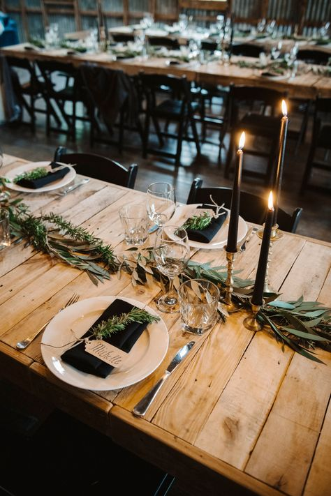 Simple table decorations can have a big impact if done correctly - make sure to check out all different planning packages available to find the perfect one for you and your partner // #wedding #sayidoinwanaka #yeswanaka #lovewanaka #weddingplanning #weddinginspiration #weddinginspo #weddingday #weddings #love #engaged #weddingdecor #destinationwedding #groom #brideandgroom #bridal #engagement #weddingflowers #weddingdesign #elopement #theknot #intimatewedding