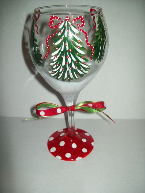 Christmas Tree wine glasses - Just in time for the holidays! These festive wine glasses are perfect for a nice glass of eggnog, or any holiday