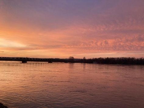 """Pauline on Instagram: """"A good way to start the day #nofilter #loire #coldmorning #sunrise #thursday"""""""