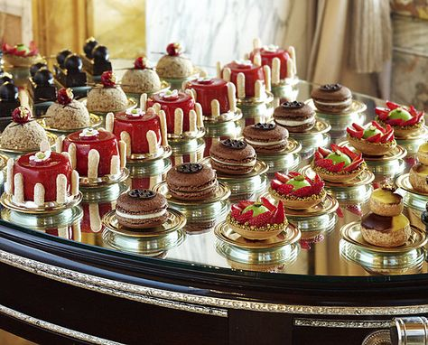 Brunch Hotel Crillon Jerome Chaucesse Postres Gourmet Vitrina
