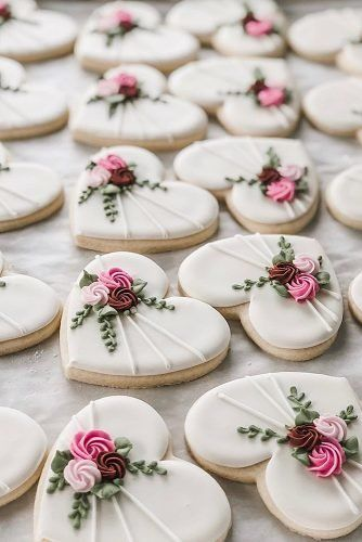 wedding cookies Creative Non-Traditional Wedding Dessert Ideas non traditional wedding dessert ideas heart shaped cookies Fancy Cookies, Iced Cookies, Cute Cookies, Shabby Chic Cookies, Summer Cookies, Royal Icing Sugar, Royal Icing Cookies, Royal Icing Flowers, Fondant Cookies