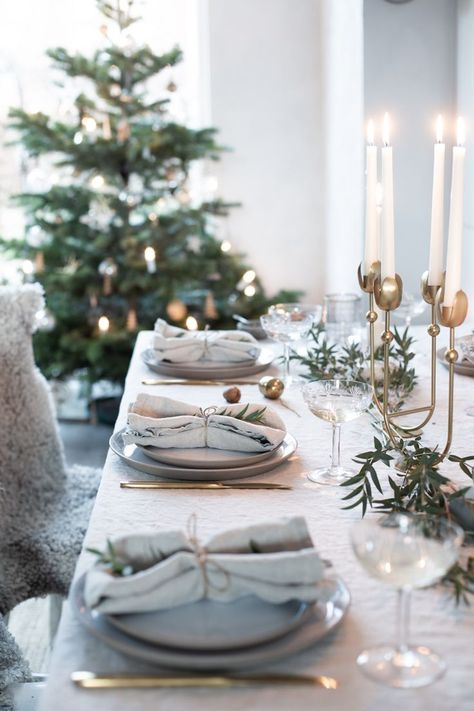 Our Christmas table setting with pure linen tablecloth and napkins and a brass tulip candleholder from Nordal. #Christmas #festivetable #holidaytablesetting