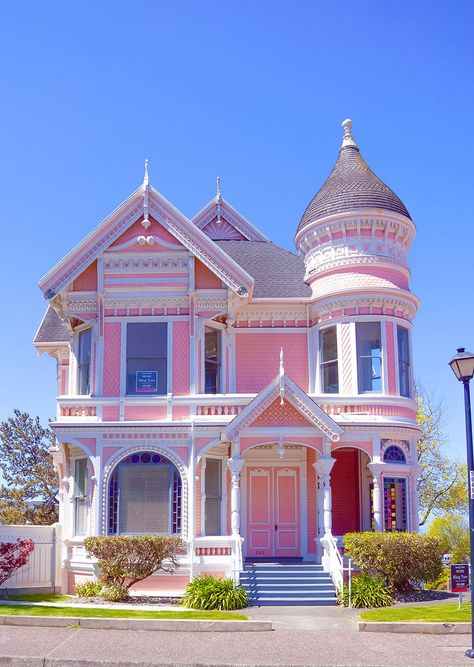 House of my dream (but not really in pink) Old Victorian Homes, Victorian Cottage, Victorian Houses, Dream Home Design, My Dream Home, House Design, Pink Houses, Old Houses, Wild West