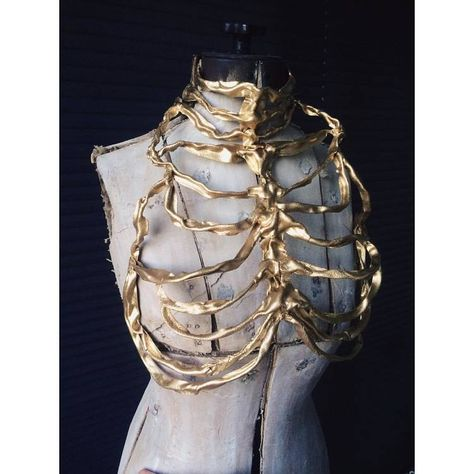 Gold ribcage couture by designer Lory Sun Dark Fashion, High Fashion, Fashion Tips, Fashion Design, Fashion Hacks, Korean Fashion, Mode Alternative, Character Inspiration, Style Inspiration