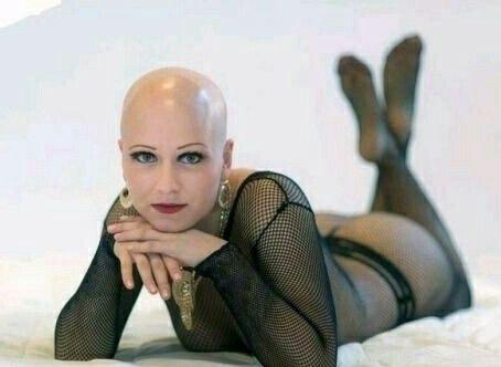 Mädchen Rasierte sexy Frau rasiert