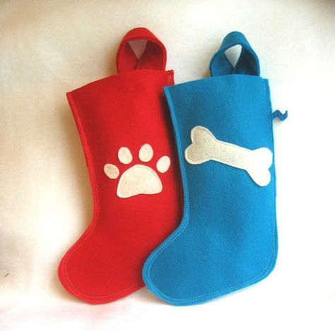I should learn how to sew so I can make these felt stockings for the pups.