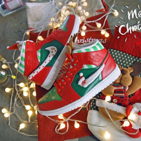 How did you spend your Christmas? Custom sneaker made by @hanziproduct ・  Follow us @allfor_snkr  Follow us @allfor_snkr ・ ・ #custom #nicekicks #customkicks #hypebeast #sneakerart #santaclaus #santa #christmas #jordan #jumpman #airjordan #jordansdaily #jordan1 #xmas #customkicks #sneakercustoms #customsneakers #sneakercustom #customshoes #sneakercollector #shoes #kotd #sneakernews #hypebeast #sneakerspics #sneakergallery #sneakeraddict #kickstagram #sneakerheads
