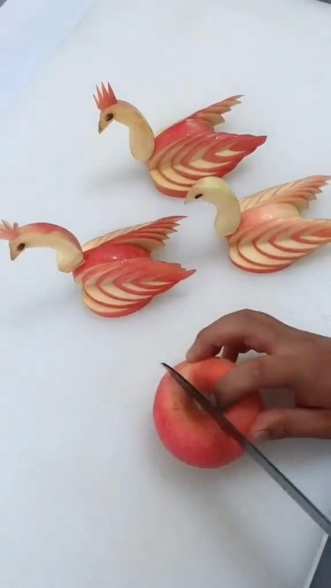 Easy Food Art, Amazing Food Art, Food Art For Kids, Creative Food Art, Diy Food, L'art Du Fruit, Deco Fruit, Fruit Art, Fruit Food