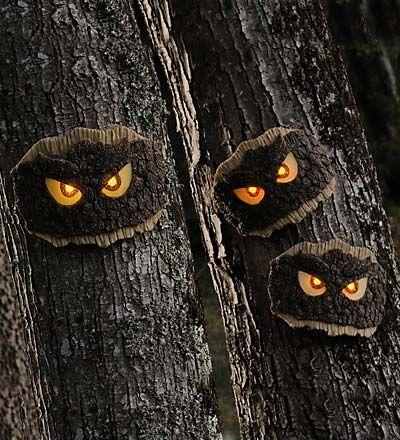 Light up tree eyes Make these HALLOWEEN - PROPS DIY Pinterest - diy outdoor halloween props