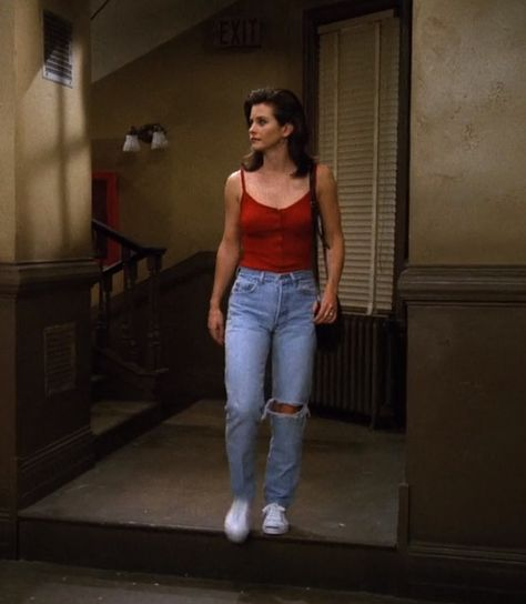 Find images and videos about outfit, friends and ripped jeans on We Heart It - the app to get lost in what you love. Rachel Green Outfits, Estilo Rachel Green, Rachel From Friends Outfits, Tv Show Outfits, Mode Outfits, Outfits 90s, Vintage Outfits, Retro Outfits, Vintage Wear