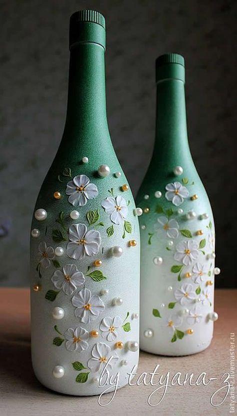 Awesome Home Decor Ideas on a Budget – Repurposed DIY Wine Bottle Crafts Wine Bottle Art, Diy Bottle, Wine Bottle Crafts, Mason Jar Crafts, Bottle Lamps, Painted Glass Bottles, Plastic Bottle Crafts, Decorated Wine Bottles, Lighted Wine Bottles
