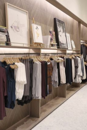 70 Awesome Ideas To Retail Space For Your Showroom Manlikemarvinsparks Com Boutique Interior Clothing Store Design Retail Store Display