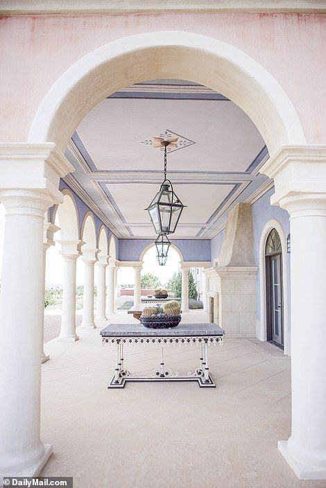 Fbi Probe Jeffrey Epstein S 8 000 Acre Zorro Ranch In New Mexico Mansions Ranch Beach Mansion