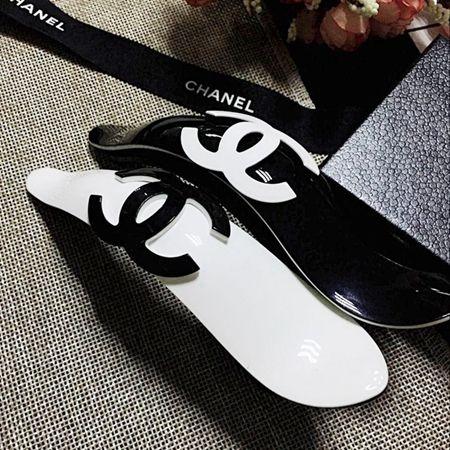 シャネル Chanel ヘアクリップ Ccマーク 黒 白 ブランド Chanel エレガント ヘアアクセサリー 髪飾り ヘアクリップ 人気 髪留め シャネル 黒白 ヘアアクセサリー