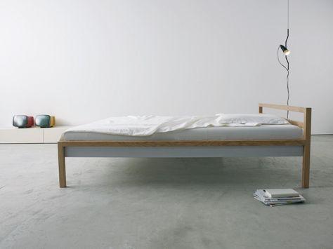Das einfachste einfach schöne Bett von more. Der komplette Rahmen ist aus 40 mm starken Stäben gefertigt. Ausgewogener kann man nicht schlafen.