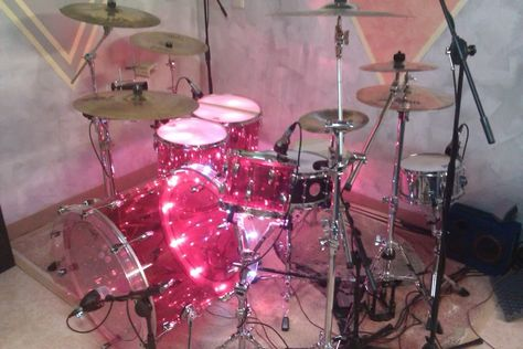 Love the pink drum set! Music Aesthetic, Retro Aesthetic, Andre Harris, Ibuki Mioda, Gwen Stacy, Cat Valentine, Girl Bands, Up Girl, Looks Cool