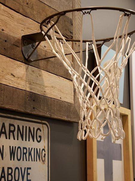 Panier De Basket Pour Un Sous Sol De Gars Mancave Avec Decoration Masculine Et Design Chambres Adolescent Garcon Panier De Basket Decoration Salon Sous Sol