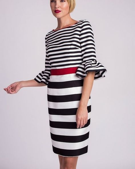 Vestido de @alba_conde_oficial . #vestido #moda #eci #elcorteingles #patrones #patronaje #ideasparacoser #moda #camisas #blusas #primavera2018 #verano2018 #moda2018 #vestido #looks #playa #modaplayera #modaespañola #costura #costuras #maestrosdelacostura #look #outfit #outfits #vestidos #tendencias2018 #telas #patrones #top #modaverano #invitadaperfecta #invitada