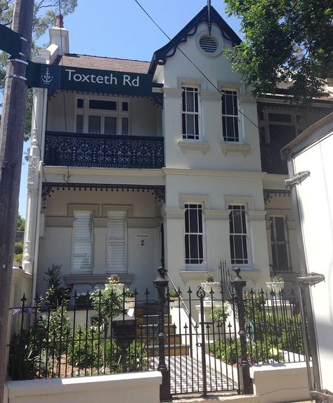 {SATURDAY HOUSE LOVE } No 10 My husband and I lived in Glebe Sydney for 4 years in our mid-20's. He went back there this week and took a trip down memory lane. This was one of our favourite houses in the area. #saturdayhouselove
