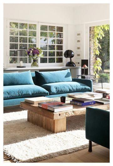 Decoration Sarah Lavoine Le Canape Donne Le Ton Decorationboheme Meuble Maison Canape Velours Bleu Et Decoration Salon Bleu