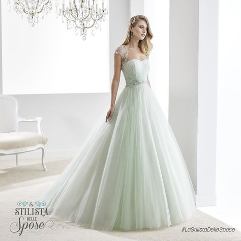 Episodio 2 - L'abito indossato da Ilaria, una frizzante sposa ballerina. Wedding Jolies dress 2016 collection.  http://www.nicolespose.it/it/abito-da-sposa-Jolies--JOAB16423-2016  #Nicole #Jolies #collection #nicolespose #alessandrarinaudo #wedding #green #diamond #abitidasposa #bianco #white #weddingdress #sposa #bride #brides #bridal #LaStilistaDelleSpose #realtime