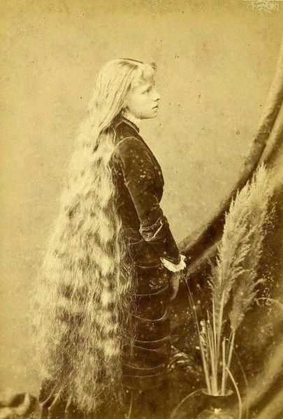 Very Long Haired Victorian Girl Who Reminds Me Of A Childhood Friend Victorian Hairstyles Vintage Hairstyles For Long Hair Long Hair Girl