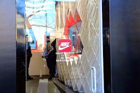 Maestro Pensativo dictador  Nike Zoom City SNKRS STATION, pop up store, Nueva York | Tienda pop-up,  Techos para terrazas, Valores de marcas