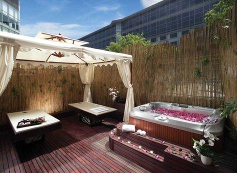 Jacuzzi Pool Terrasse Bambusmatten Sichtschutz Dielenboden Garten