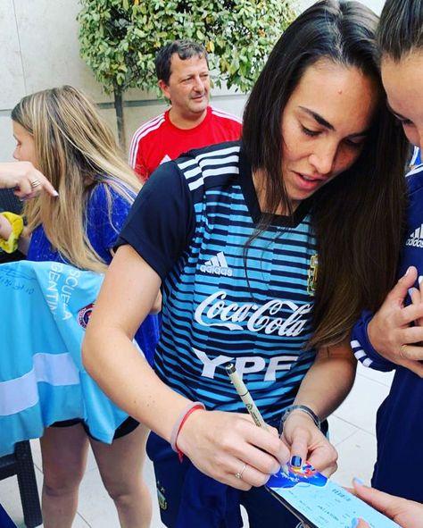 #TOCATour #TOCAmundial 🇫🇷 France 2019  #SeleccionArgentina  🖊 Firma de autógrafos  #VamosArgentina #VamosLasPibas   🔵🔴 #WeAreToca #TOCA #tocajuniors #PLAYsimple #soccer #Futbol #Football #youthsoccer #Potomac #womens #WorldCup #womensworldcup #France2019 #DareToShine  #FIFAWWC
