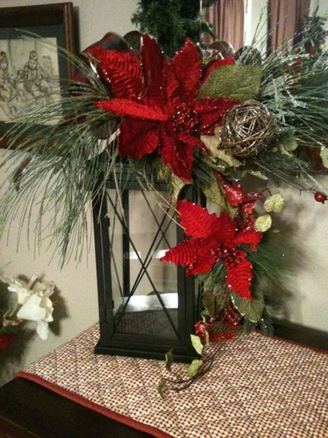 cool 41 Stunning Rustic Christmas Lantern Centerpieces Ideas  http://about-ruth.com/2017/12/02/41-stunning-rustic-christmas-lantern-centerpieces-ideas/