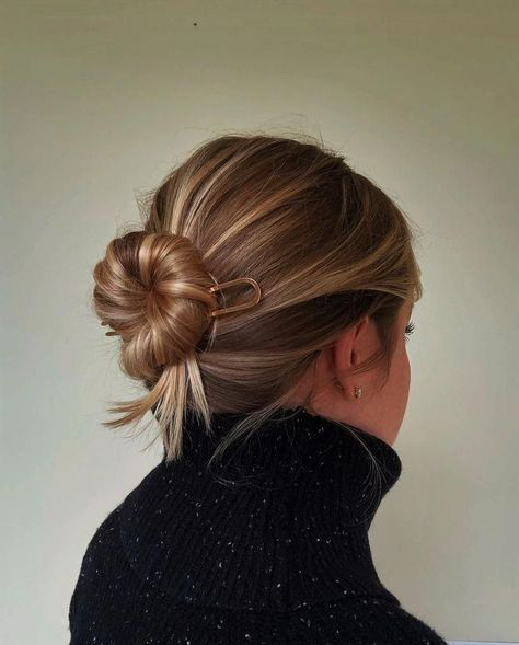 Chic Updo – Simple Hairstyles – bun hairstyles for long hair Chic Hairstyles, Pretty Hairstyles, Braided Hairstyles, Simple Hairstyles, Indian Hairstyles, Everyday Hairstyles, Black Hairstyles, Lehenga Hairstyles, Kids Hairstyle