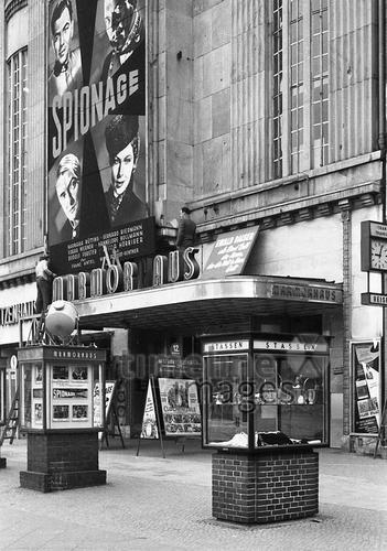 Kino Marmorhaus Am Kurfurstendamm In Berlin 1955 Berlin Berlin Geschichte Kino