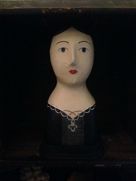 Marotte dame au collier porte chapeau