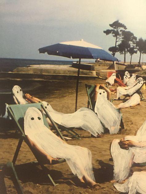 surreal, ghosts on vacation Gravure Illustration, Illustration Art, Arte Peculiar, Arte Indie, Arte Obscura, Arte Sketchbook, Art Hoe, Halloween Art, Vintage Halloween Cards