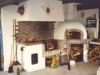 forno-a-legna -in giardino...mi piace fare la pizze, il pane rende ...