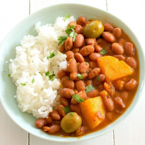 Puerto Rican #rice and Beans recipe (Habichuelas Guisadas) with sofrito!
