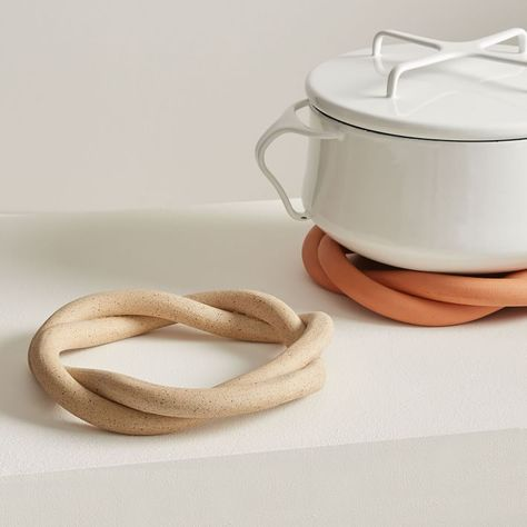 Home Decor Ideas Boho Virginia Sin Ceramic Twist Trivet.Home Decor Ideas Boho Virginia Sin Ceramic Twist Trivet Ceramic Bowls, Ceramic Pottery, Stoneware, Slab Pottery, Pottery Vase, Ceramic Mugs, Ceramic Decor, Keramik Design, Wheel Thrown Pottery