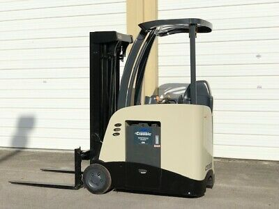 Sponsored Ebay 2010 Crown Electric Forklift Narrow Aisle 3 000 Lb Capacity With 84 190 H With Images Forklift