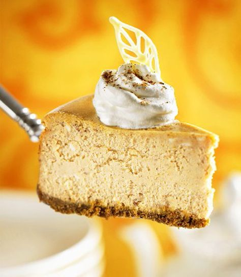 Weight Watchers pumpkin cheesecake (egg whites, fat free cream cheese, apple butter and low fat graham crackers for crust) | weight watchers recipes with smart points