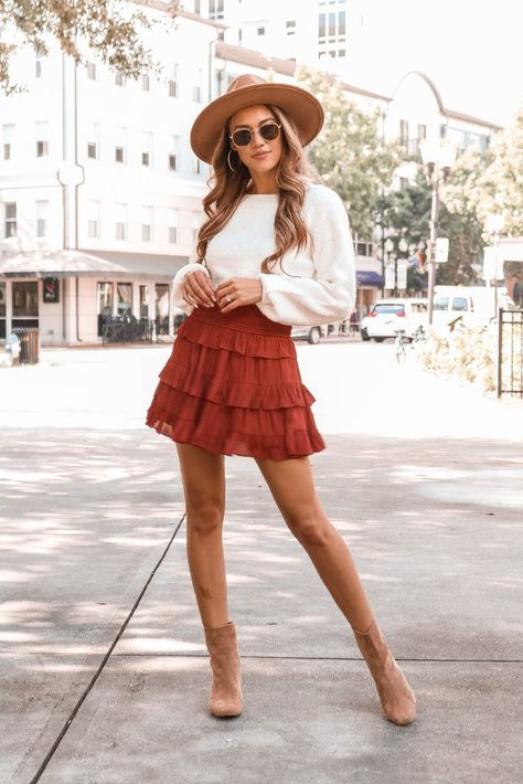 May 2020 - Lauren Nicole - Molly Ruffle Skirt Cute Fall Outfits, Chic Outfits, Summer Outfits, Woman Outfits, Feminine Fall Outfits, Dinner Outfits Women, Dresses For Teens, Club Dresses, Midi Dresses